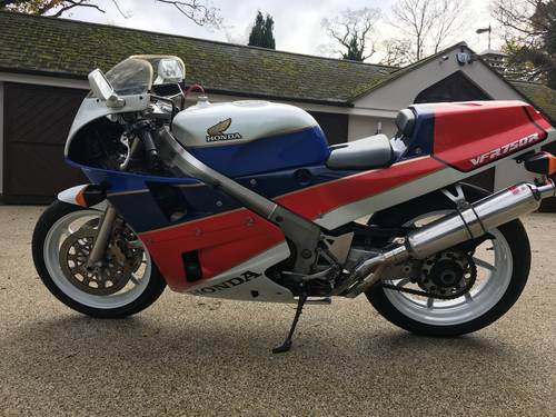 1988 RC30 UK bike SOLD (picture 2 of 6)