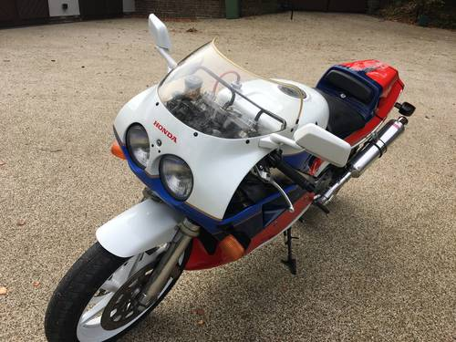 1988 RC30 UK bike SOLD (picture 4 of 6)