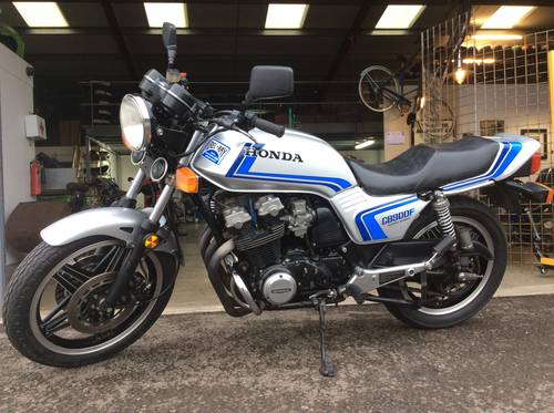 HONDA CB900F FREDDY SPENCER STYLE 1982 CLASSIC MOTORCYCLE  For Sale (picture 2 of 6)