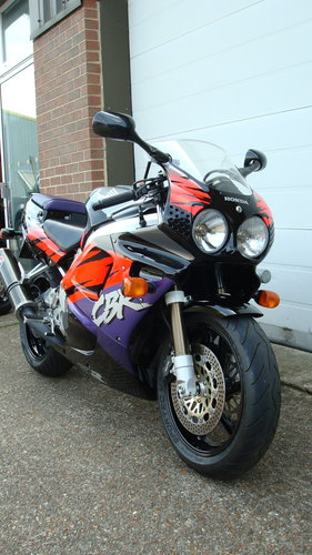 Honda CBR 900 RR-P FIREBLADE 1993-K **18,008 MILES** For Sale (picture 2 of 6)