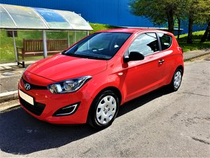 2013 63 REG HYUNDAI i20 WOW ONLY 19,500 MLS FSH £30 YR TAX