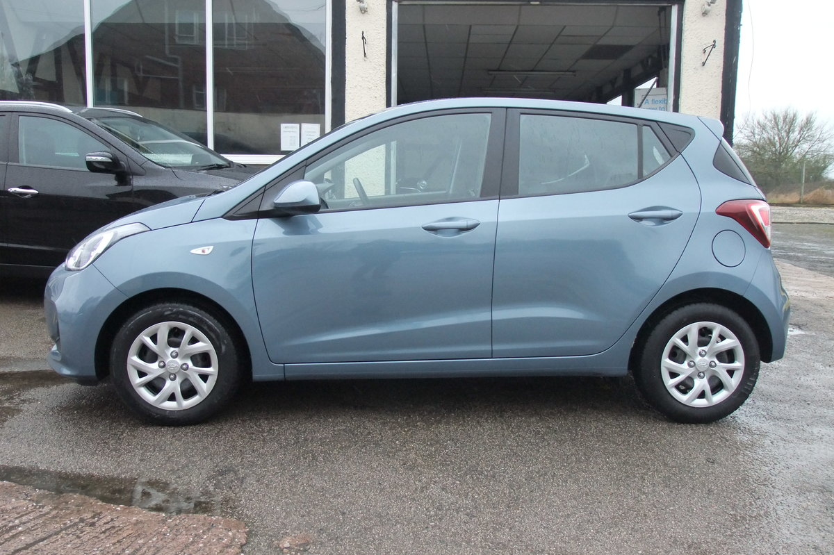 2017 HYUNDAI I10 1.0 SE 5DR For Sale (picture 2 of 3)