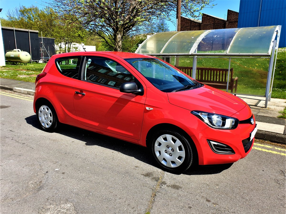 2014 63 REG HYUNDAI i20 WOW ONLY 19,500 MLS FSH £30 YR TAX For Sale (picture 2 of 6)
