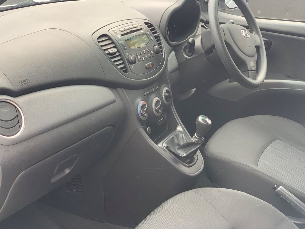 2013 Hyundai i10 1.2 Classic 5dr For Sale (picture 3 of 3)