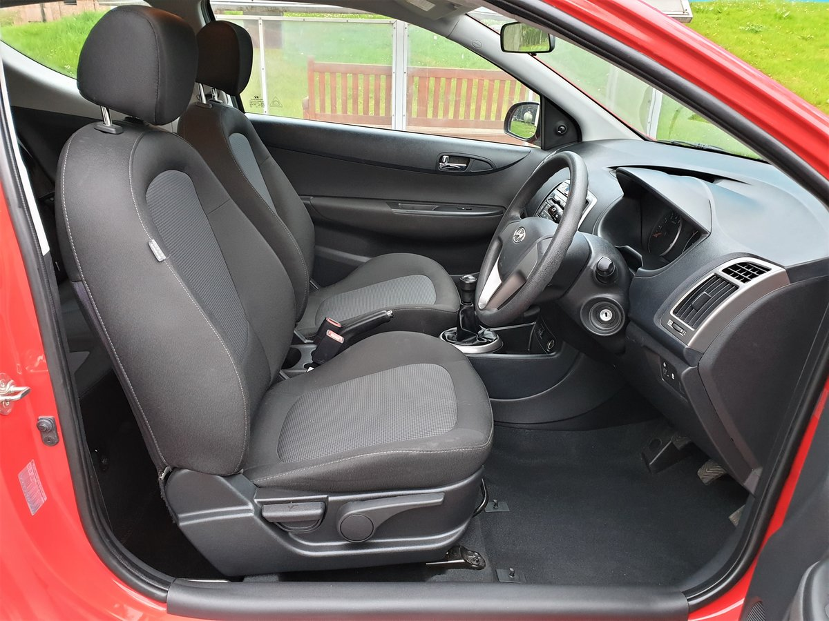 2014 63 REG HYUNDAI i20 WOW ONLY 19,500 MLS FSH £30 YR TAX For Sale (picture 4 of 6)