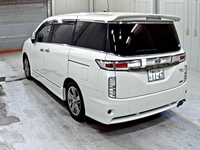 2010 Nissan elgrand 3.5 newshape huge spec For Sale (picture 1 of 2)