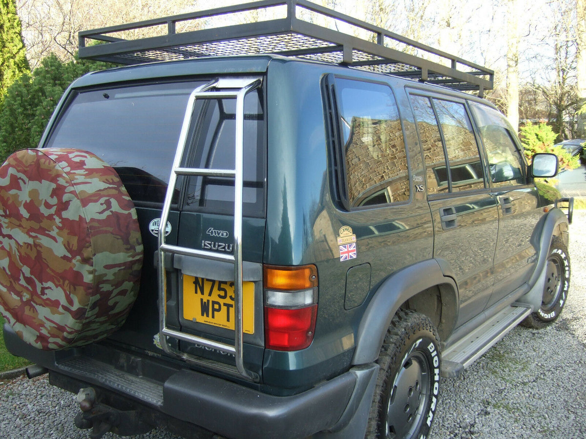 1996 Isuzu trooper very well maintained, extra kit. SOLD (picture 1 of 6)