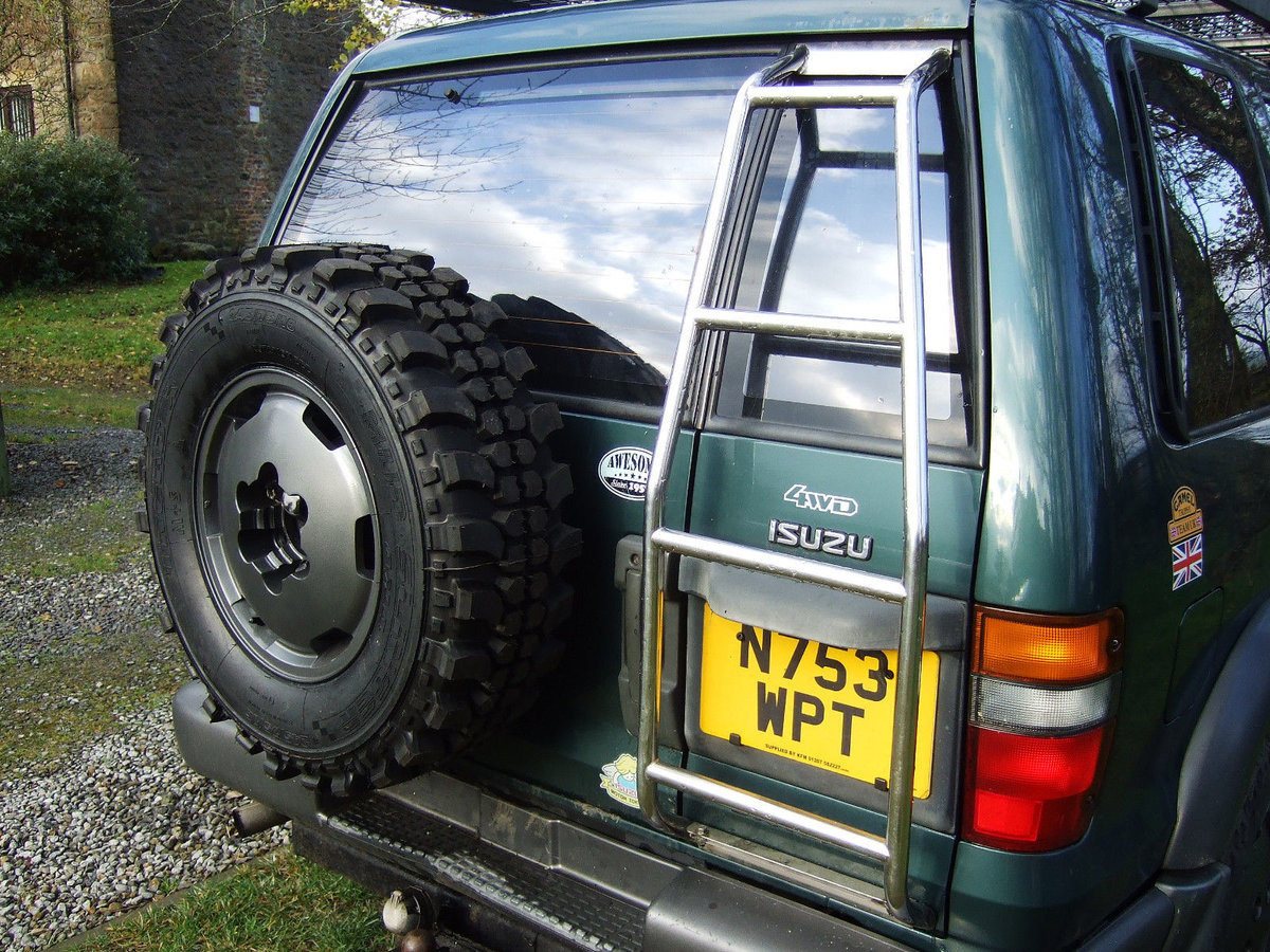 1996 Isuzu trooper very well maintained, extra kit. SOLD (picture 2 of 6)