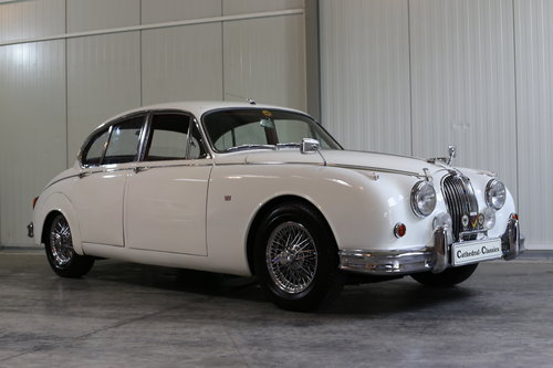1963 Fastidiously maintained over the last 30 years Jaguar MK II  SOLD (picture 2 of 6)