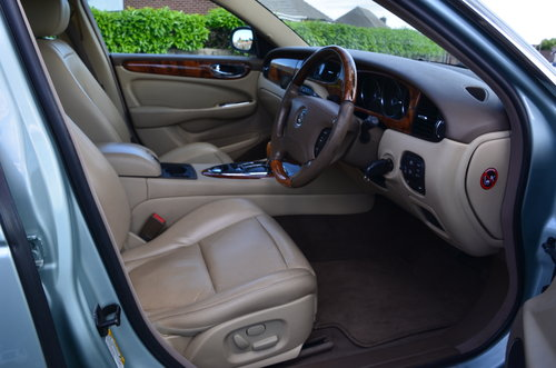 2005 Jaguar XJ 8 SE Alloy bodied  For Sale (picture 4 of 6)