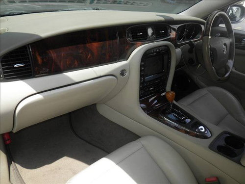 2003 Jaguar X350 XJ8 Only 43k from new with FSH For Sale (picture 4 of 4)