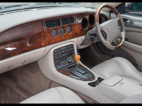 1997 JAGUAR XK8 CONVERTIBLE BRG/DOESKIN 62k Miles For Sale (picture 5 of 6)