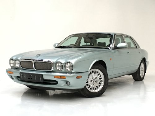 2002 JAGUAR XJ8 3.2 - 72K MILES, SEAFROST, STUNNING  SOLD (picture 1 of 6)