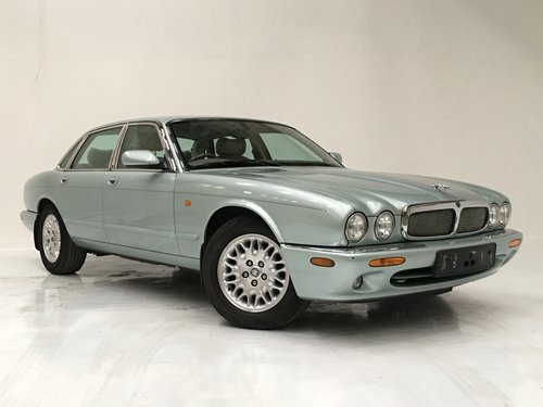 2002 JAGUAR XJ8 3.2 - 72K MILES, SEAFROST, STUNNING  SOLD (picture 2 of 6)