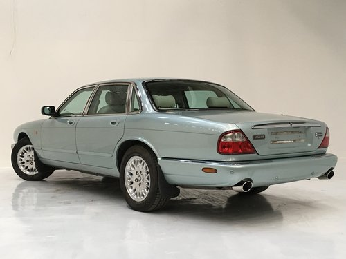 2002 JAGUAR XJ8 3.2 - 72K MILES, SEAFROST, STUNNING  SOLD (picture 3 of 6)