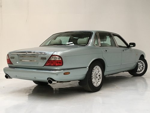2002 JAGUAR XJ8 3.2 - 72K MILES, SEAFROST, STUNNING  SOLD (picture 4 of 6)