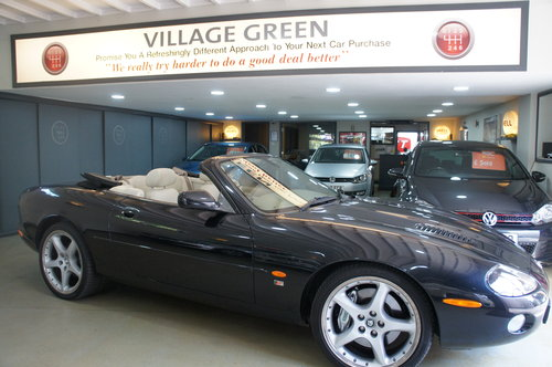 2002 Jaguar XKR 4.2 Supercharged Convertible For Sale (picture 2 of 6)