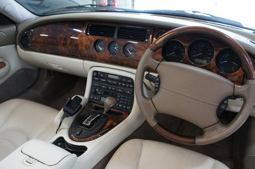 2002 Jaguar XKR 4.2 Supercharged Convertible For Sale (picture 5 of 6)