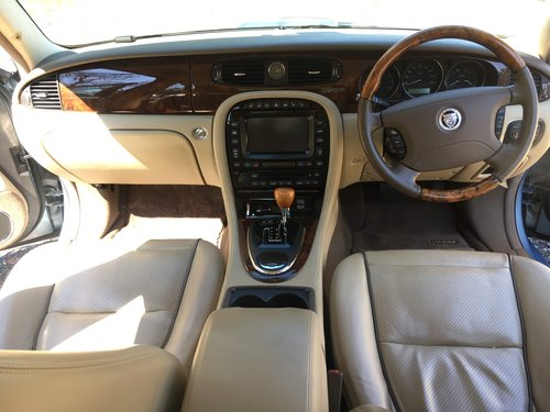 2008 Absolutely stunning Jaguar XJ 4.2 V8 Sovereign Hi Spec For Sale (picture 4 of 6)