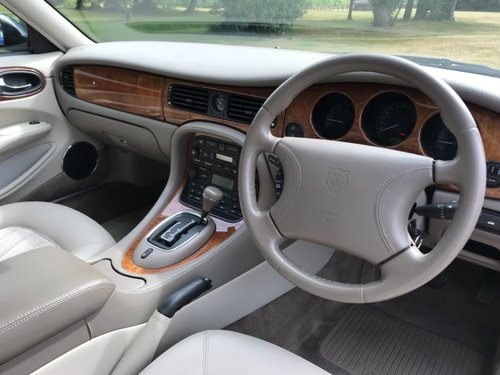 1997 Jaguar XJ8 3.2 V8 ( 3600 Km only ) For Sale (picture 4 of 6)