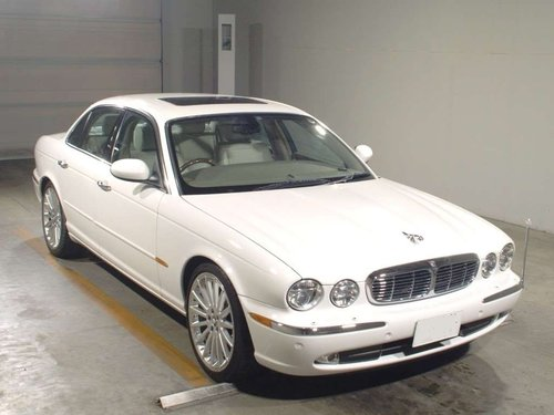 2003 Stunning XJ8 with only 32393 miles from new  For Sale (picture 1 of 2)