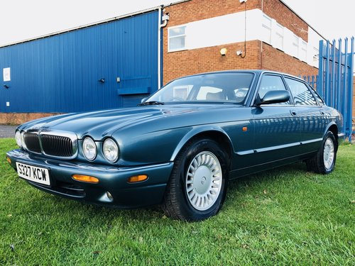 1998 JAGUAR XJ8 3.2 - FANTASTIC LOW MILEAGE EXAMPLE SOLD (picture 1 of 6)