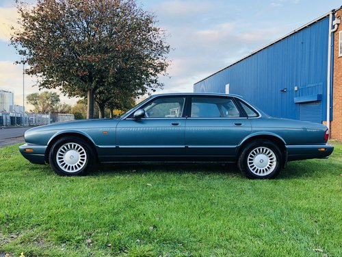 1998 JAGUAR XJ8 3.2 - FANTASTIC LOW MILEAGE EXAMPLE SOLD (picture 2 of 6)