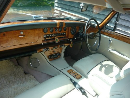 1970 Jaguar 420G Automatic Saloon. For Sale (picture 2 of 6)