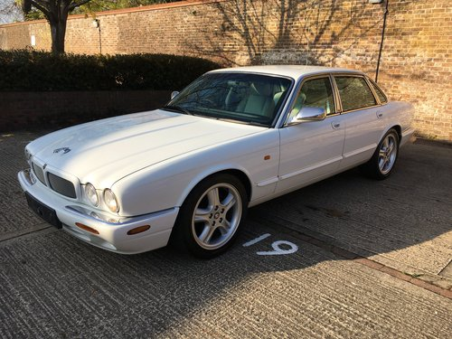1998 Jaguar XJR original White with Ivory leather and Sunroof For Sale (picture 3 of 6)