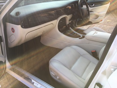 1998 Jaguar XJR original White with Ivory leather and Sunroof For Sale (picture 4 of 6)