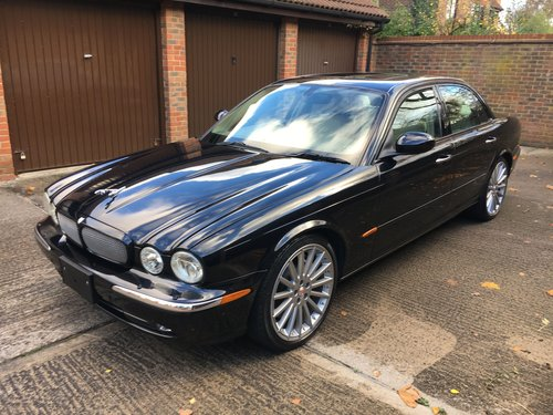 2004 Stunning Jaguar XJR with only 52k miles Sunroof 100 +Pics For Sale (picture 4 of 6)