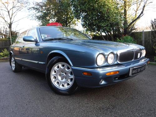 Jaguar XJ 3.2 XJ8 4dr 2000 (X reg), Saloon For Sale (picture 1 of 6)