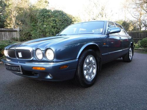 Jaguar XJ 3.2 XJ8 4dr 2000 (X reg), Saloon For Sale (picture 2 of 6)