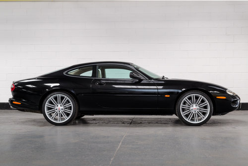 2000 JAGUAR XKR Supercharged Coupe-Outstanding History For Sale (picture 2 of 6)