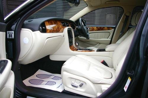 2008 Jaguar XJ 2.7 TD SOVEREIGN LWB Auto Saloon (19,543 miles) SOLD (picture 4 of 6)