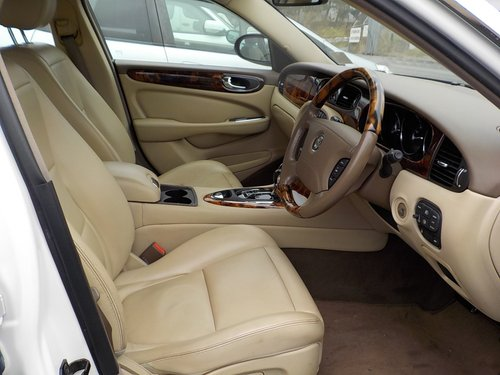 2006 JAGUAR XJ8 3.0 EXECUTIVE WITH LEATHER INTERIOR  For Sale (picture 3 of 6)