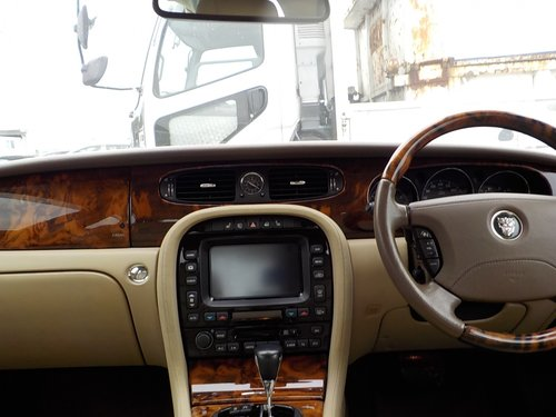 2006 JAGUAR XJ8 3.0 EXECUTIVE WITH LEATHER INTERIOR  SOLD (picture 5 of 6)
