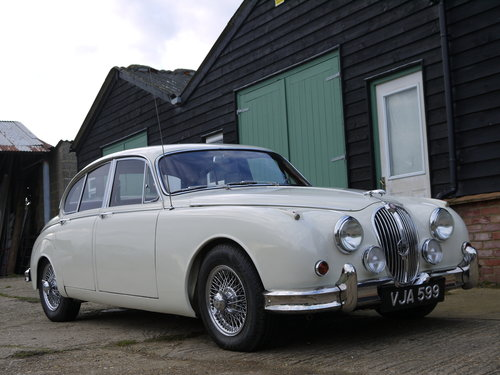 1961 JAGUAR MK2 3.8 AUTO - OUTSTANDING RESTORED CAR !! SOLD (picture 1 of 6)