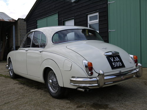 1961 JAGUAR MK2 3.8 AUTO - OUTSTANDING RESTORED CAR !! SOLD (picture 2 of 6)