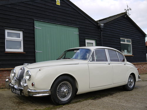 1961 JAGUAR MK2 3.8 AUTO - OUTSTANDING RESTORED CAR !! SOLD (picture 3 of 6)
