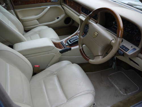 1997 JAGUAR XJ6 3.2 EXECUTIVE - FSH AND GREAT VALUE !! SOLD (picture 4 of 6)