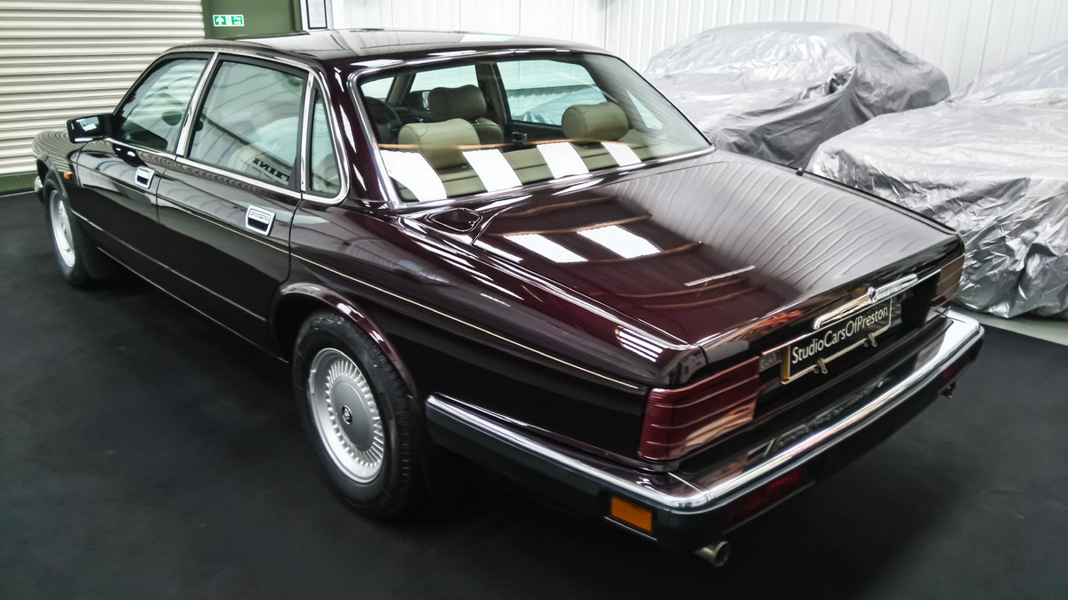 1979 Daimler Double Six 40000 miles. Beautiful condition SOLD (picture 3 of 6)