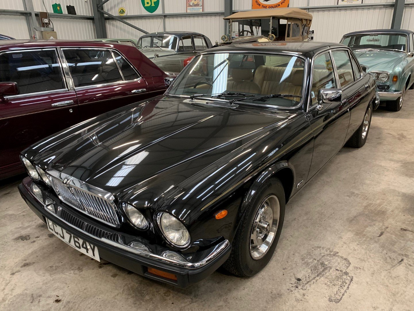 1983 JAGUAR XJ6 4.2 For Sale (picture 3 of 6)