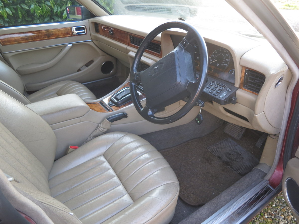 1993 Jaguar Sovereign XJ6 4.0 Auto SOLD (picture 3 of 6)
