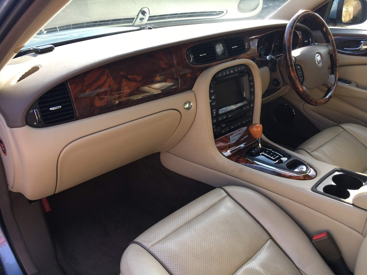 2007 Jaguar Sovereign Supercharged 4.2 32k FSH 1 owner For Sale (picture 4 of 6)