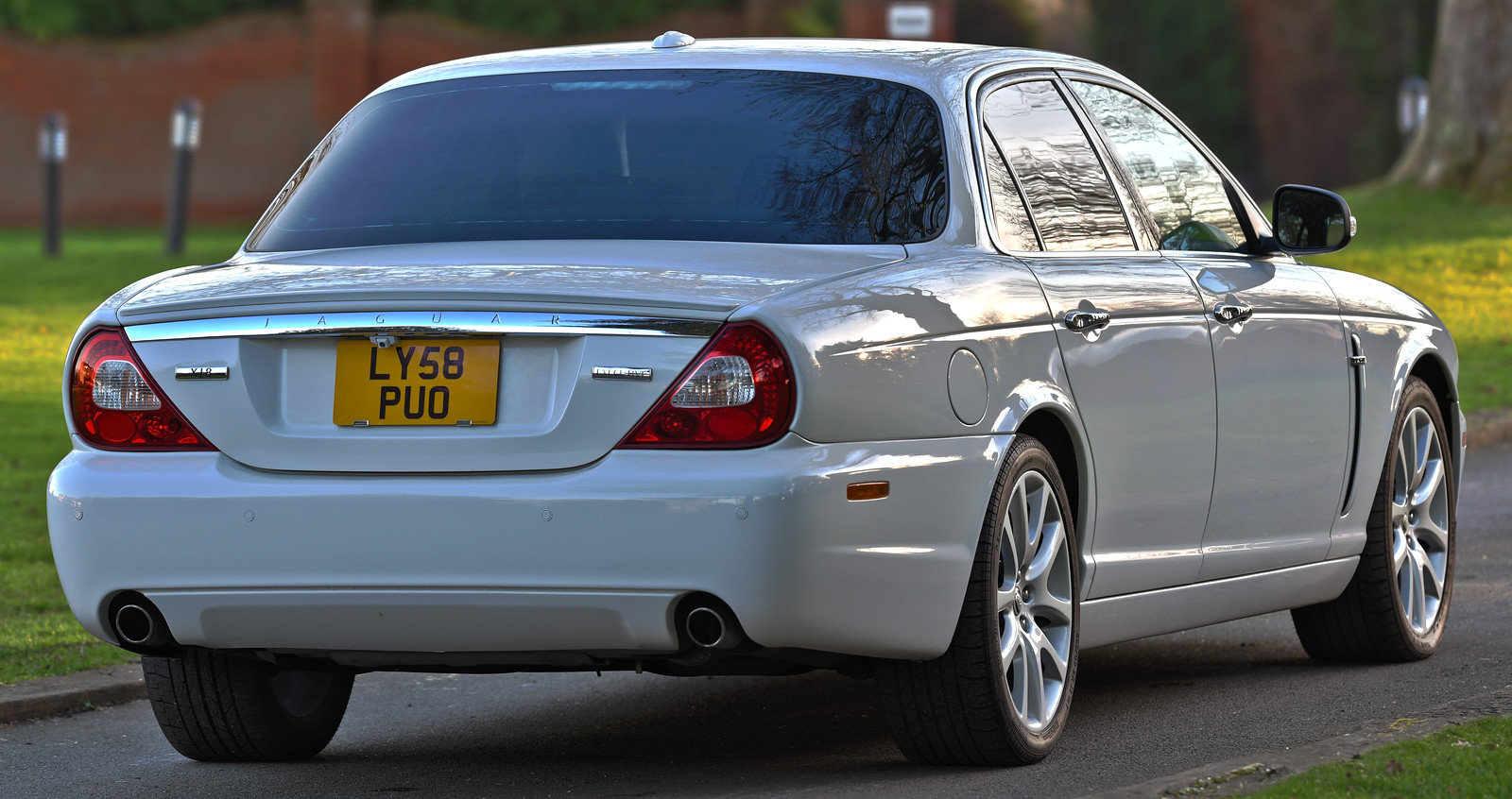 2008 Jaguar XJ8 Executive 4.2L SOLD (picture 2 of 6)