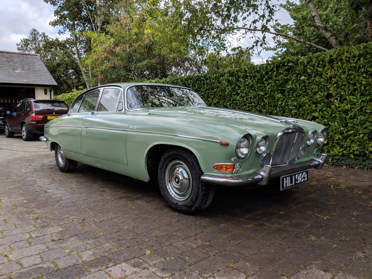 Rare 1968 Willow Green Jaguar 420G Barn Find For Sale (picture 1 of 6)