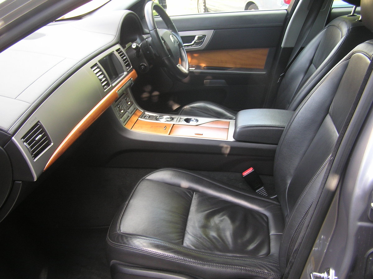 1010 jaguar xf 3.0d luxury automatic For Sale (picture 5 of 6)
