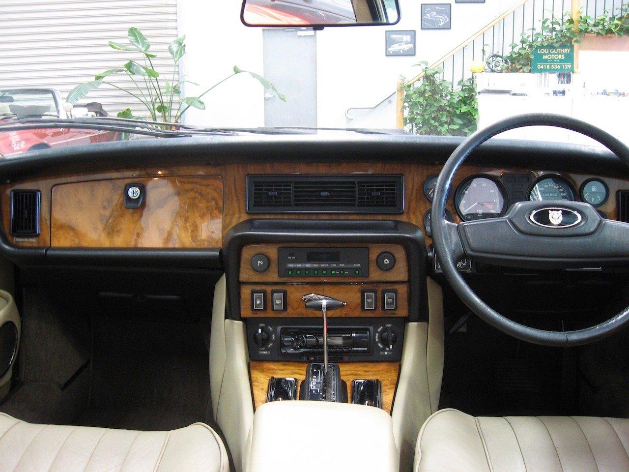 1987 Jaguar XJ12 Series 3 Sovereign V12 For Sale (picture 4 of 6)
