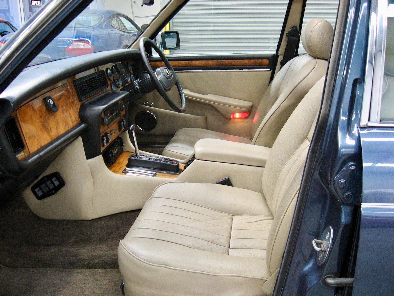 1987 Jaguar XJ12 Series 3 Sovereign V12 For Sale (picture 5 of 6)